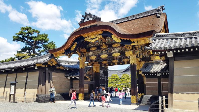 Άνθρωποι που περπατούν στο Nijo Castle, Κιότο, Ιαπωνία στοκ φωτογραφία με δικαίωμα ελεύθερης χρήσης