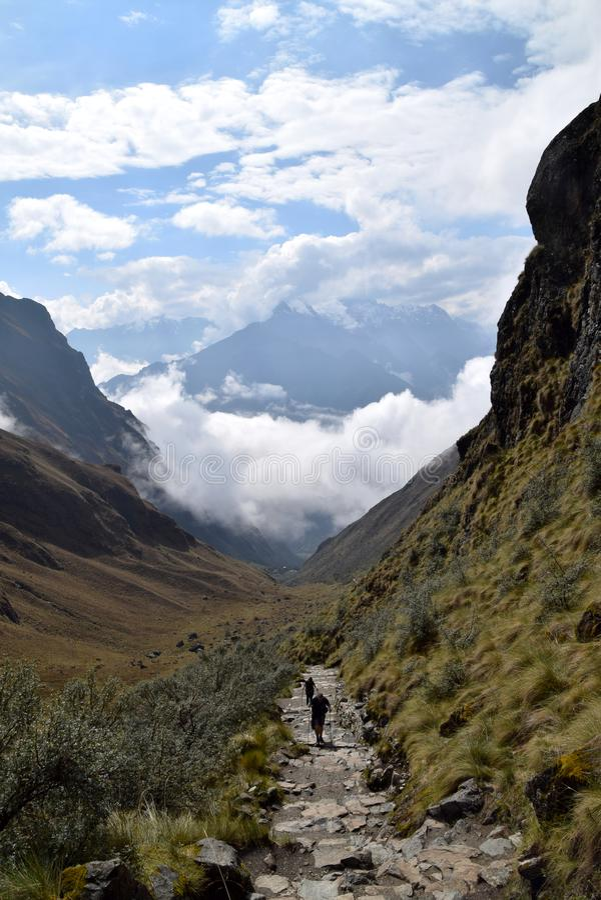 Άνθρωποι που το διάσημο ίχνος Inca σε Machu Picchu στοκ εικόνα με δικαίωμα ελεύθερης χρήσης