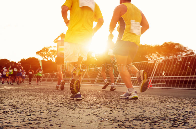 Άνθρωποι που τρέχουν το μαραθώνιο στοκ φωτογραφία με δικαίωμα ελεύθερης χρήσης