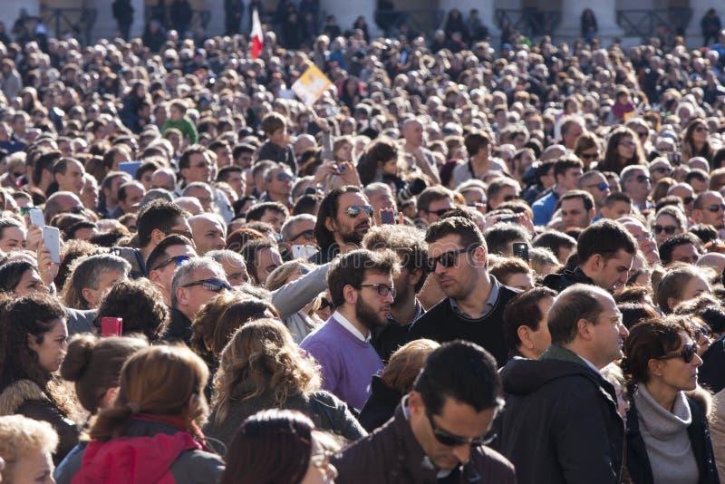 άνθρωποι πλήθους Αμέτρητα κεφάλια στοκ φωτογραφία με δικαίωμα ελεύθερης χρήσης