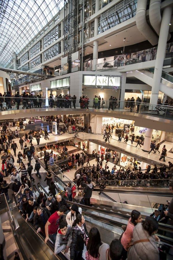 Άνθρωποι πλήθους Εμπορικό κέντρο στο Τορόντο, Καναδάς στοκ φωτογραφία με δικαίωμα ελεύθερης χρήσης