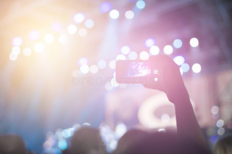 Άνθρωποι σε μια συναυλία στοκ φωτογραφία με δικαίωμα ελεύθερης χρήσης