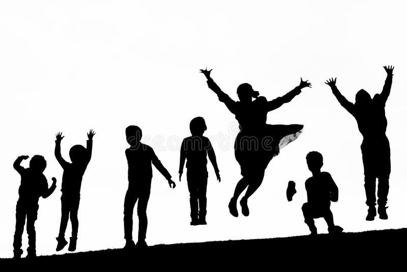 Άνθρωποι σκιών που παίζουν και που πηδούν στοκ εικόνα με δικαίωμα ελεύθερης χρήσης