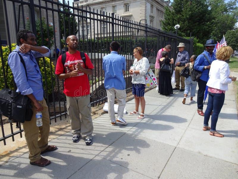 Άνθρωποι στην κουβανική πρεσβεία στοκ εικόνες