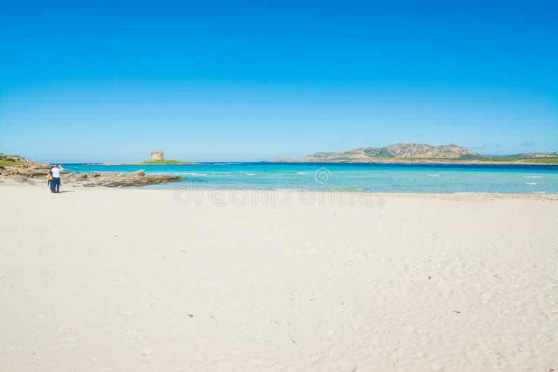 Άνθρωποι στην παγκοσμίως διάσημη παραλία Λα Pelosa σε Stintino στοκ εικόνα με δικαίωμα ελεύθερης χρήσης