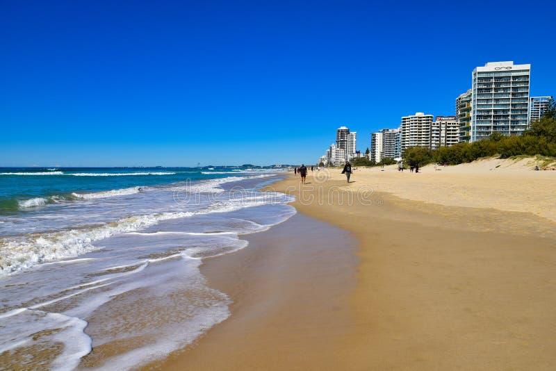 Άνθρωποι στην παραλία παραδείσου Surfers στοκ φωτογραφία