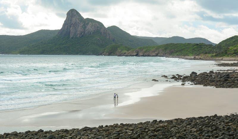 Άνθρωποι στην παραλία στο νησί Con Dao, Βιετνάμ στοκ εικόνα με δικαίωμα ελεύθερης χρήσης