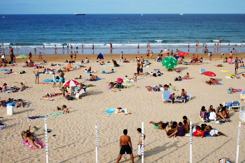 Άνθρωποι στην παραλία στοκ εικόνες με δικαίωμα ελεύθερης χρήσης