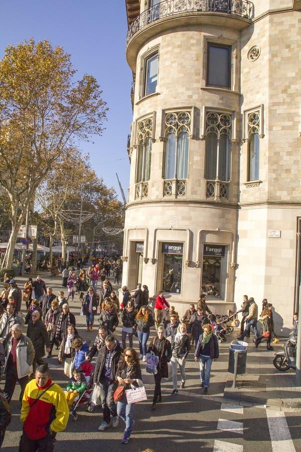 Άνθρωποι στην πλατεία της Καταλωνίας σε Dcember 7, 2013 στη Βαρκελώνη, Cata στοκ εικόνες