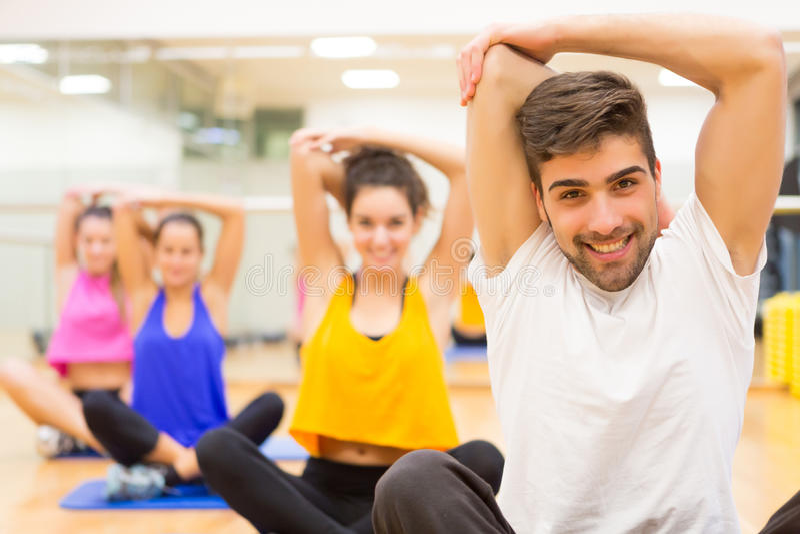Άνθρωποι στη γυμναστική στοκ φωτογραφία με δικαίωμα ελεύθερης χρήσης