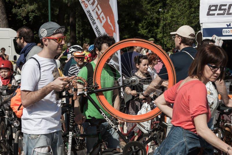 Άνθρωποι στη συνεδρίαση του Cyclopride στο Μιλάνο στοκ εικόνες με δικαίωμα ελεύθερης χρήσης