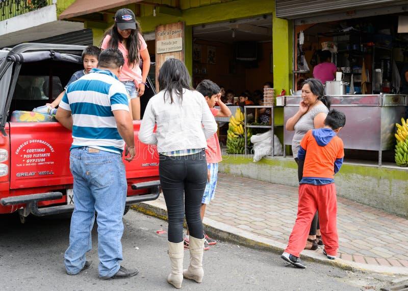 Άνθρωποι στον Ισημερινό στοκ φωτογραφία με δικαίωμα ελεύθερης χρήσης