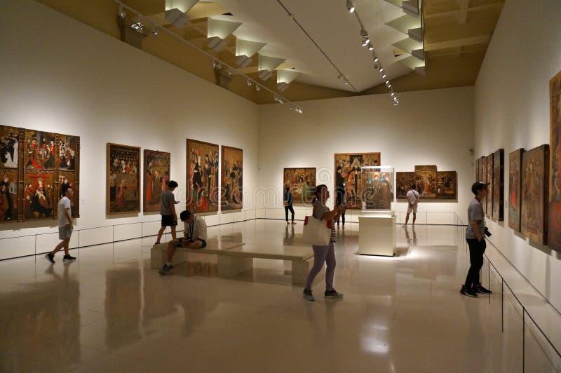 Άνθρωποι στο Μουσείο Τέχνης στη Βαρκελώνη στοκ εικόνες με δικαίωμα ελεύθερης χρήσης