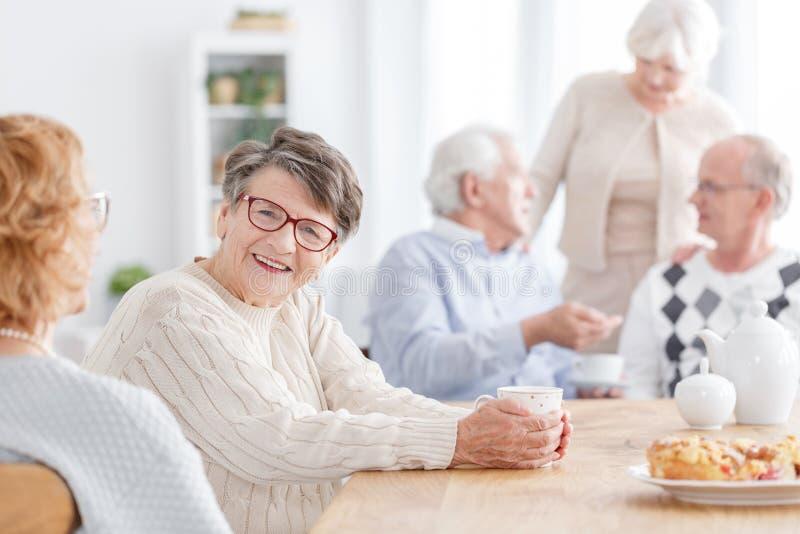 Άνθρωποι στο σπίτι μεγάλης ηλικίας στοκ εικόνες