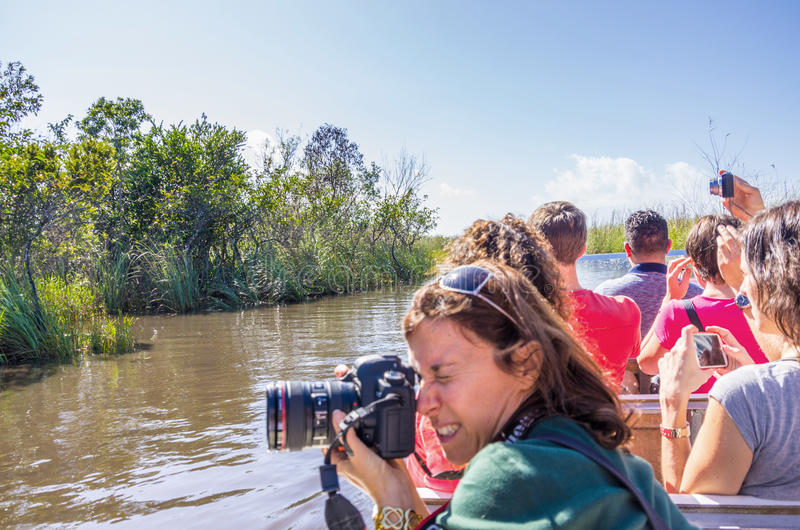 Άνθρωποι στο airboat στο Everglades, Φλώριδα στοκ φωτογραφία με δικαίωμα ελεύθερης χρήσης