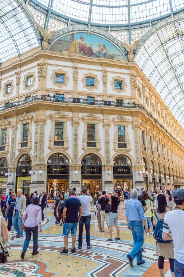 Άνθρωποι στο galleria Vittorio Emanuele ΙΙ στοκ εικόνες με δικαίωμα ελεύθερης χρήσης