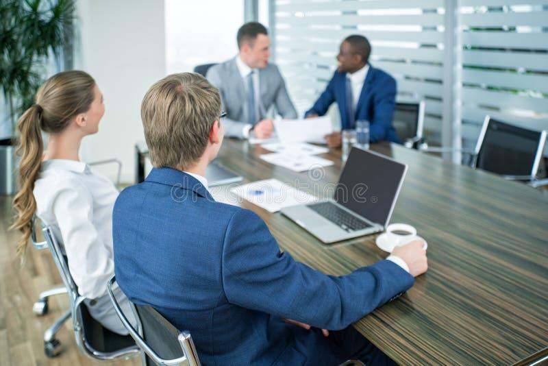 Άνθρωποι συνεδρίασης στοκ φωτογραφία με δικαίωμα ελεύθερης χρήσης