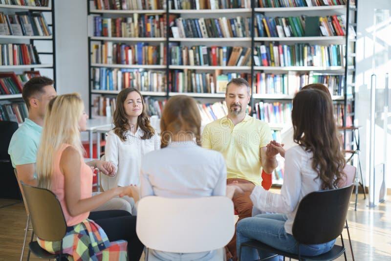 Άνθρωποι συνεδρίασης στοκ φωτογραφία