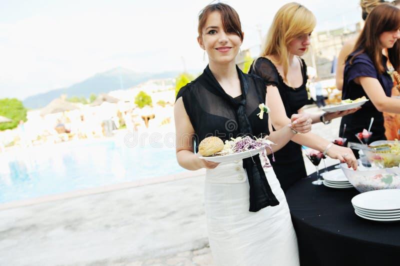 Άνθρωποι τροφίμων μπουφέδων στοκ φωτογραφία με δικαίωμα ελεύθερης χρήσης