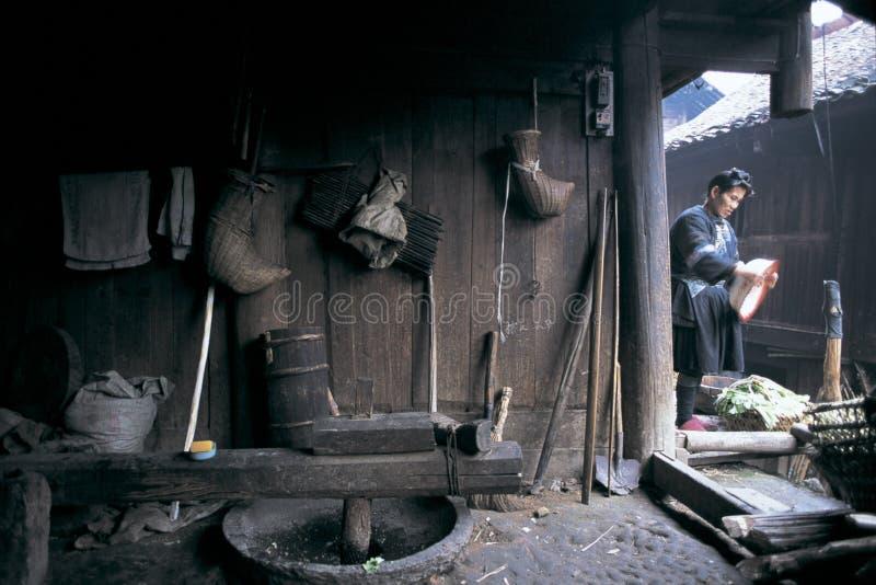 Άνθρωπος ήχων καμπάνας στη νοτιοδυτική Κίνα στοκ εικόνες