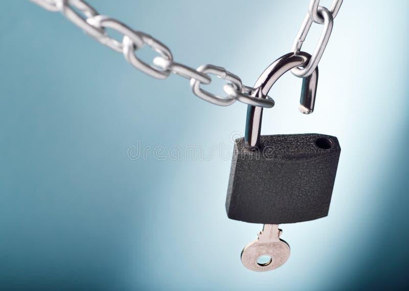 Άνοιγμα του κλειδώματος στοκ εικόνες με δικαίωμα ελεύθερης χρήσης