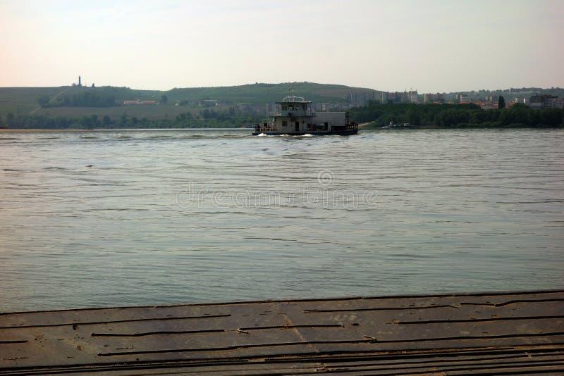 Άνοιξη στον ποταμό Δούναβη στοκ εικόνες