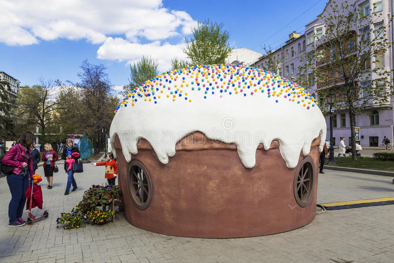 Άνοιξη της Μόσχας, Μόσχα φεστιβάλ, λεωφόρος Tverskoy, κέικ Πάσχας σχεδιαγράμματος στοκ φωτογραφία