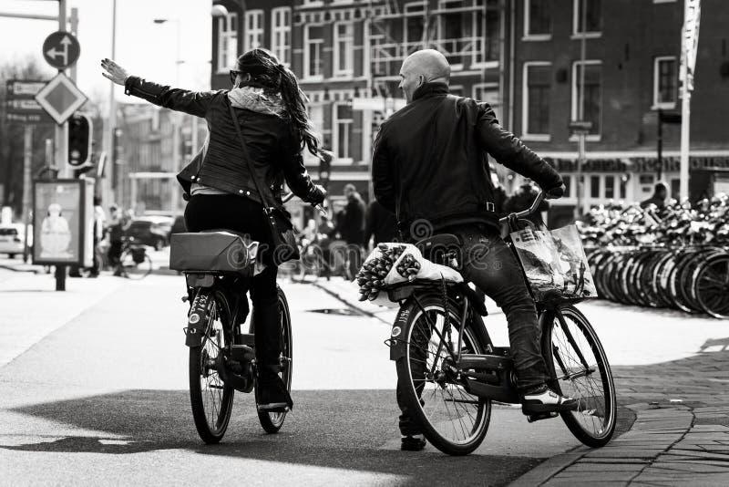 Άνδρας και γυναίκα στα ποδήλατα, Άμστερνταμ στοκ φωτογραφία με δικαίωμα ελεύθερης χρήσης