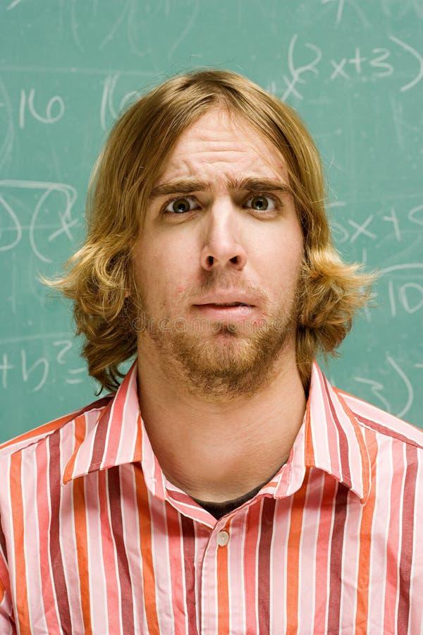 Άνδρας σπουδαστής που φαίνεται συγκεχυμένος στοκ φωτογραφία με δικαίωμα ελεύθερης χρήσης