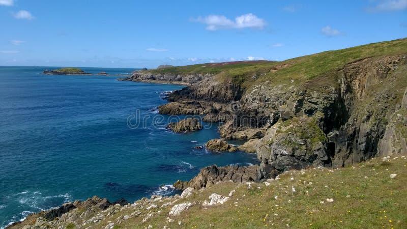 Άποψη ακτή της νοτιοδυτικής Ουαλίας από το ST Davids, Pembrokeshire στοκ εικόνες