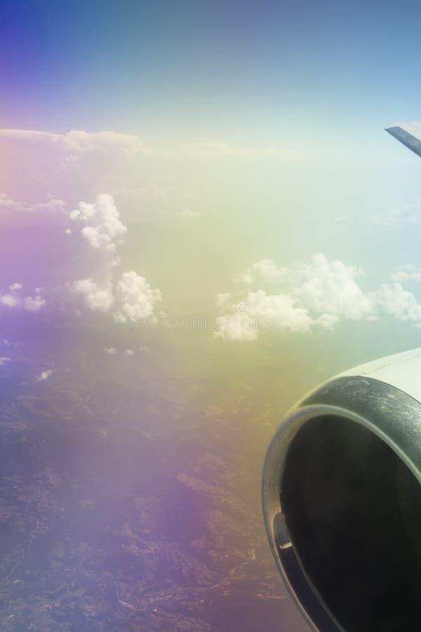 Άποψη από ένα παράθυρο αεροπλάνων στοκ φωτογραφία