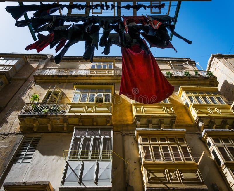 Άποψη από κάτω από Της Μάλτα οδοί valletta στοκ φωτογραφίες με δικαίωμα ελεύθερης χρήσης