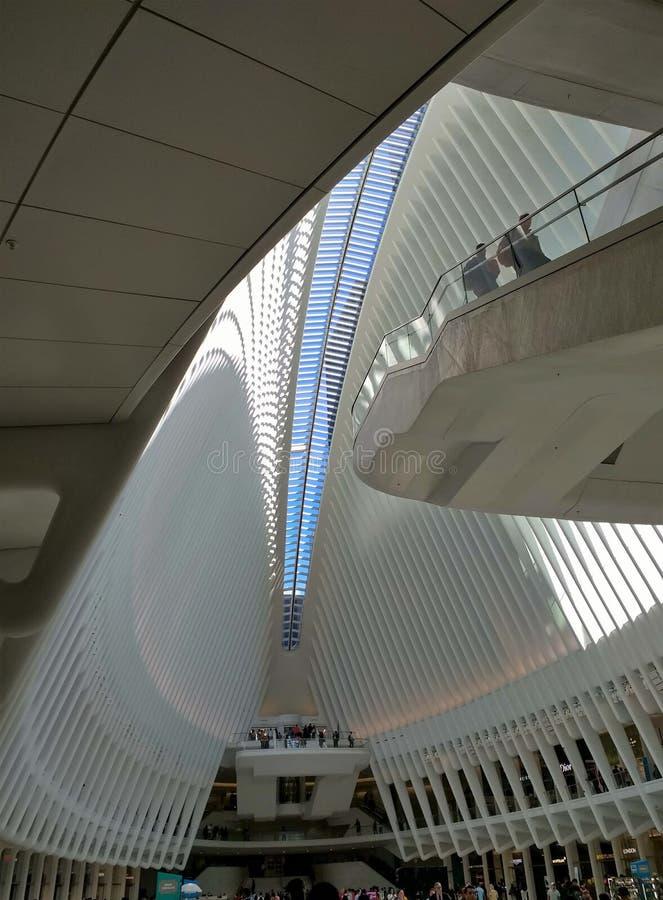 Άποψη από μέσα από το Oculus σε NYC στοκ εικόνες