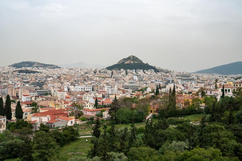 Άποψη από την ακρόπολη στη εικονική παράσταση πόλης του Hill της Αθήνας και Lycabettus, γνωστή ως Lykabettos στοκ εικόνες