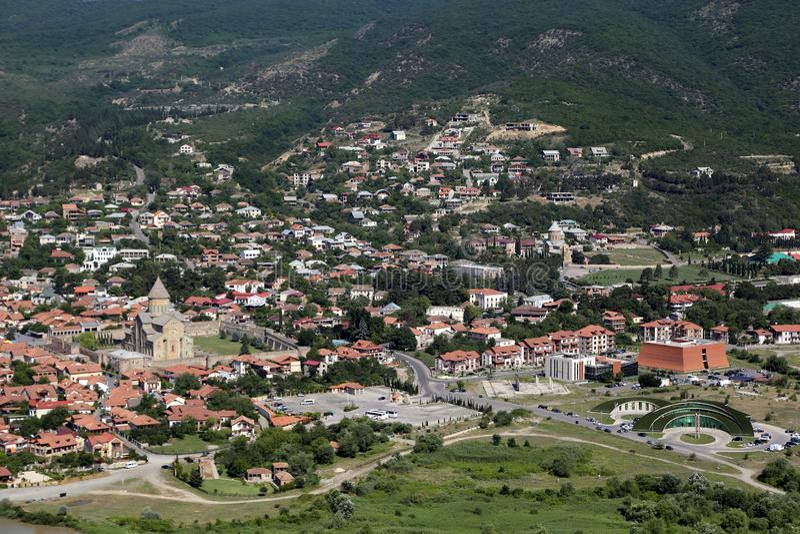 Άποψη από την πλατφόρμα εξέτασης του μοναστηριού Jvari στην πόλη της καθέδρας Mtskheta και Svetitskhoveli στοκ εικόνες με δικαίωμα ελεύθερης χρήσης