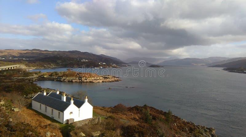 Άποψη από τη γέφυρα που συνδέει το Kyle Lochalsh με το νησί της Skye, Σκωτία, UK στοκ εικόνες