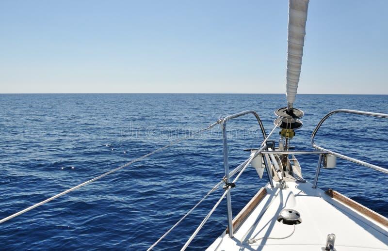 Άποψη από τη γέφυρα sailboat στοκ εικόνα με δικαίωμα ελεύθερης χρήσης