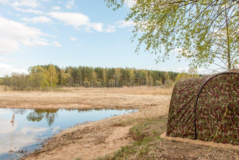 Άποψη από τη σκηνή του κινητού λουτρού στον ποταμό στοκ φωτογραφίες με δικαίωμα ελεύθερης χρήσης