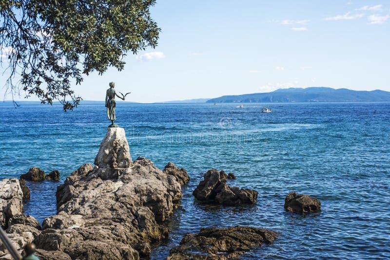 Άποψη από τον περίπατο Opatija σε Istria στην ηλιόλουστη θερινή ημέρα στοκ φωτογραφία