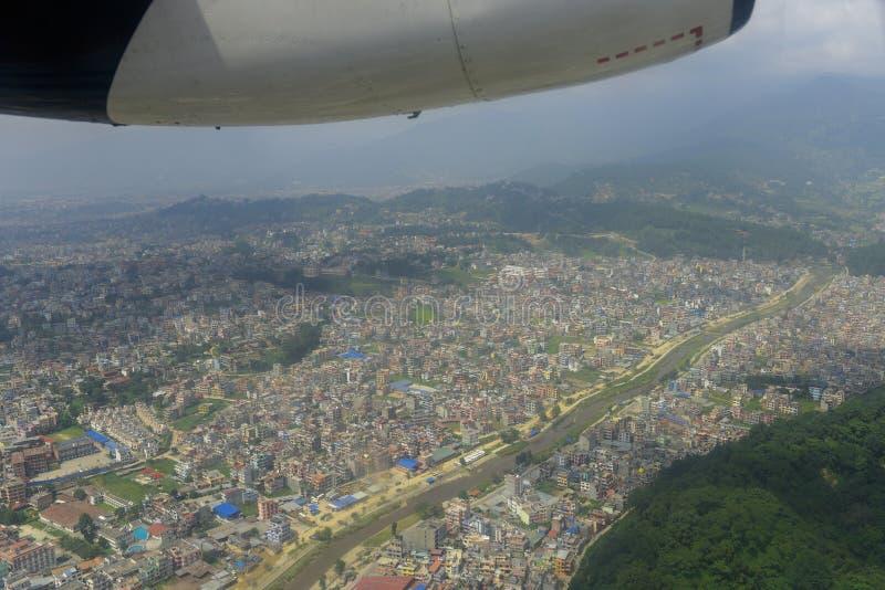 Άποψη από το παράθυρο αεροπλάνων της πόλης του Κατμαντού, Νεπάλ στοκ φωτογραφία με δικαίωμα ελεύθερης χρήσης