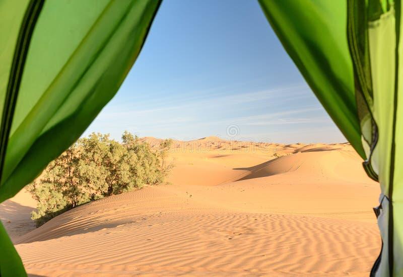 Άποψη από το στρατόπεδο στους αμμόλοφους άμμου Erg αμμόλοφοι άμμου Chebbi κοντά σε Merzouga, Μαρόκο στοκ εικόνες