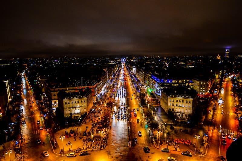 άποψη από το τόξο de triomphe τη νύχτα, εικόνα φωτογραφιών μια όμορφη πανοραμική άποψη της μητροπολιτικής πόλης του Παρισιού στοκ φωτογραφίες με δικαίωμα ελεύθερης χρήσης