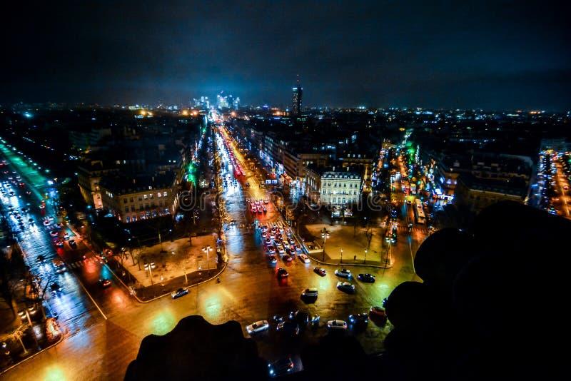 άποψη από το τόξο de triomphe τη νύχτα, εικόνα φωτογραφιών μια όμορφη πανοραμική άποψη της μητροπολιτικής πόλης του Παρισιού στοκ εικόνα