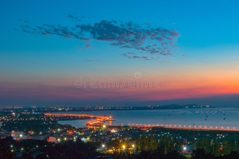 Άποψη βραδιού σχετικά με την ακτή Chonburi Ορόσημο της Ταϊλάνδης στοκ εικόνες με δικαίωμα ελεύθερης χρήσης