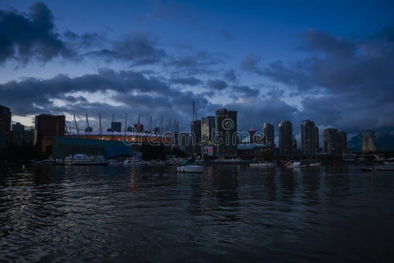 Άποψη βραδιού σχετικά με το χώρο του Βανκούβερ στοκ εικόνα με δικαίωμα ελεύθερης χρήσης