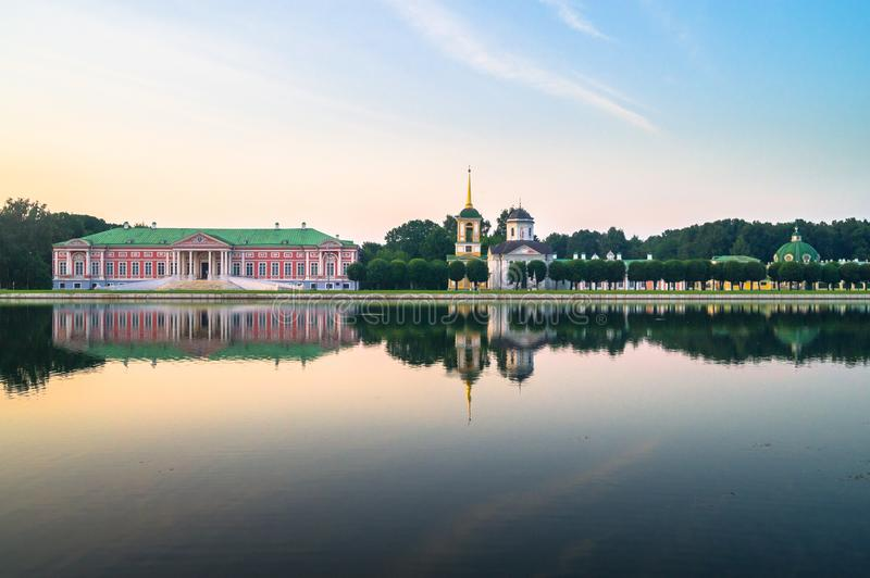 Άποψη βραδιού του μουσείου Kuskovo, προηγούμενο κτήμα κρατικής επιφύλαξης θερινών χωρών του δέκατου όγδοου αιώνα Μόσχα Ρωσία στοκ εικόνα