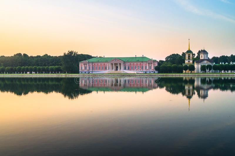 Άποψη βραδιού του μουσείου Kuskovo, προηγούμενο κτήμα κρατικής επιφύλαξης θερινών χωρών του δέκατου όγδοου αιώνα Μόσχα Ρωσία στοκ εικόνες