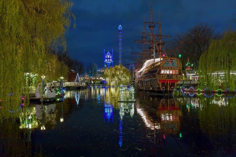 Άποψη βραδιού των κήπων Tivoli στην Κοπεγχάγη, Δανία στοκ εικόνες
