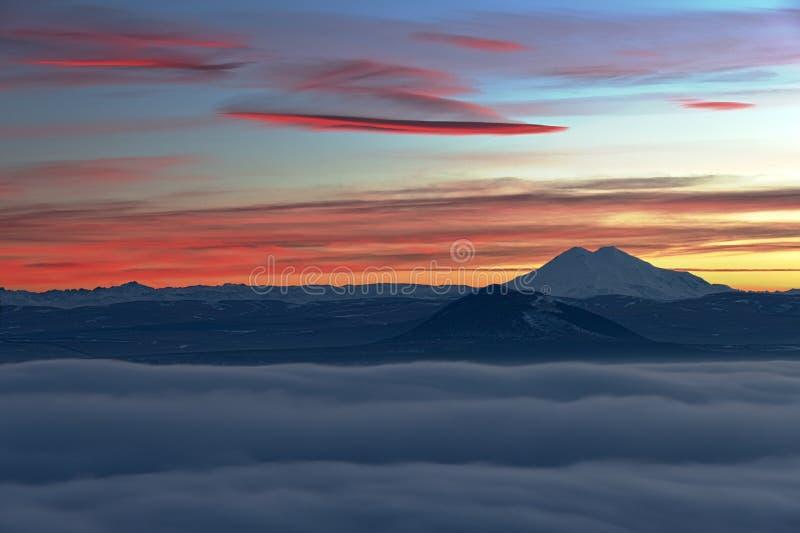 Άποψη βραδιού Elbrus. στοκ φωτογραφία με δικαίωμα ελεύθερης χρήσης