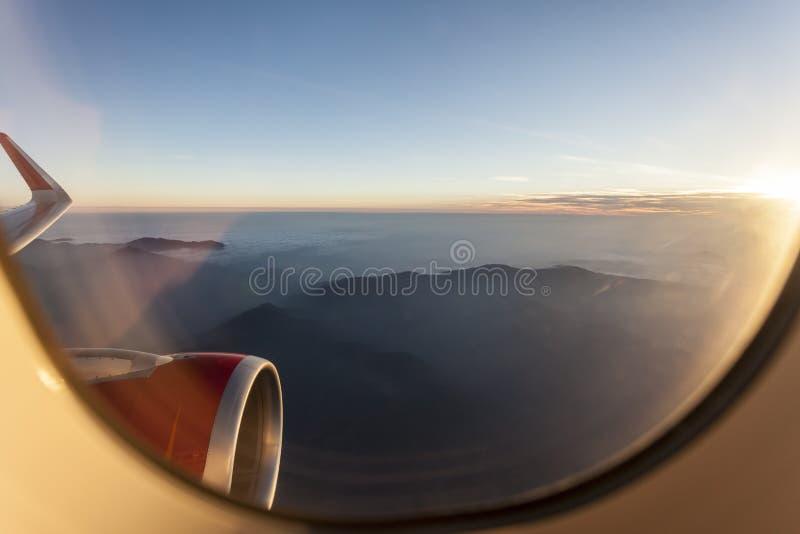 Άποψη για τα Ιμαλάια από την παραφωτίδα στο αεροπλάνο στοκ φωτογραφίες με δικαίωμα ελεύθερης χρήσης